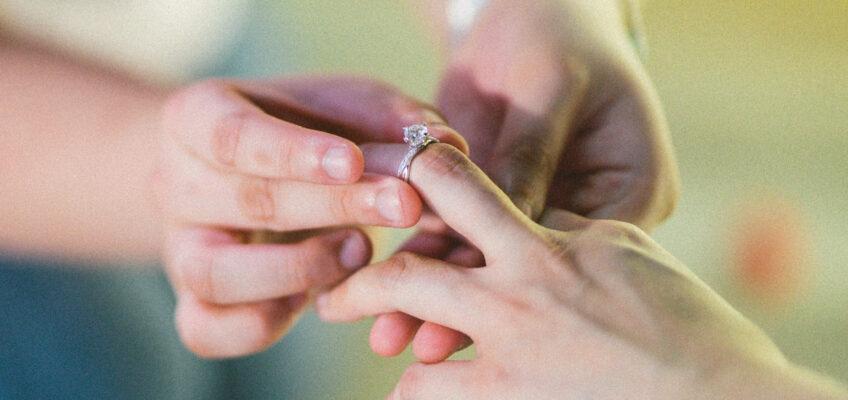 如何揀求婚戒指