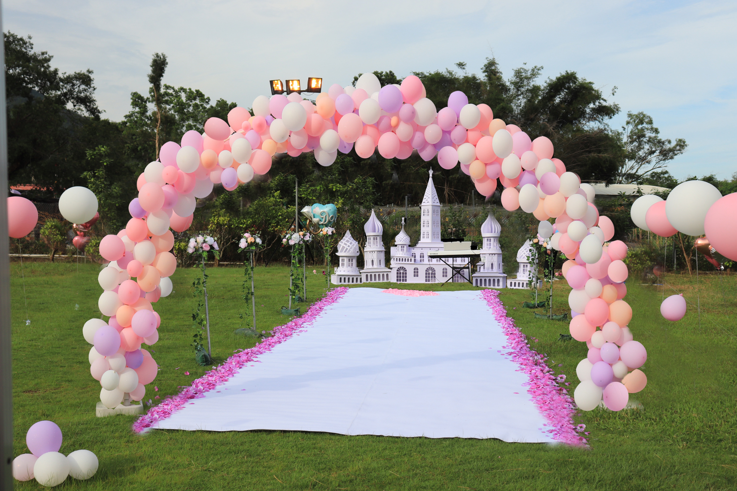 香港城堡佈景氣球拱門童話求婚佈置